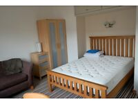 Double bedroom for rent, full furnished, flat to share £370