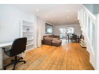 NICE ROOM TO RENT - AVAILABLE FROM TODAY - ZONE 1 - ALDGATE - CALL ME AND SEE IT NOW