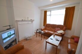 4bed house, private garden, free parking, available now!
