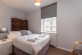 Double Room available in JANUARY in Grassmarket, Edinburgh (7/11)
