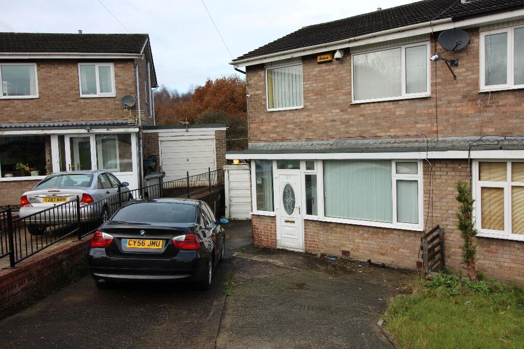 Semi Detached Family House - Off Road Parking - Garage - 1st Time Rental - Crawthorne Crescent, HD2