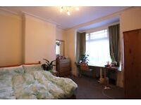 2 double rooms in professional share close to town. All bill inc & no fees.