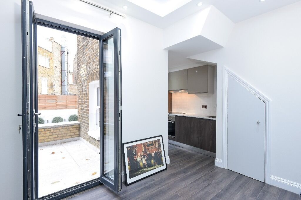 A fully re-furbished studio apartment, Homestead Road, SW6