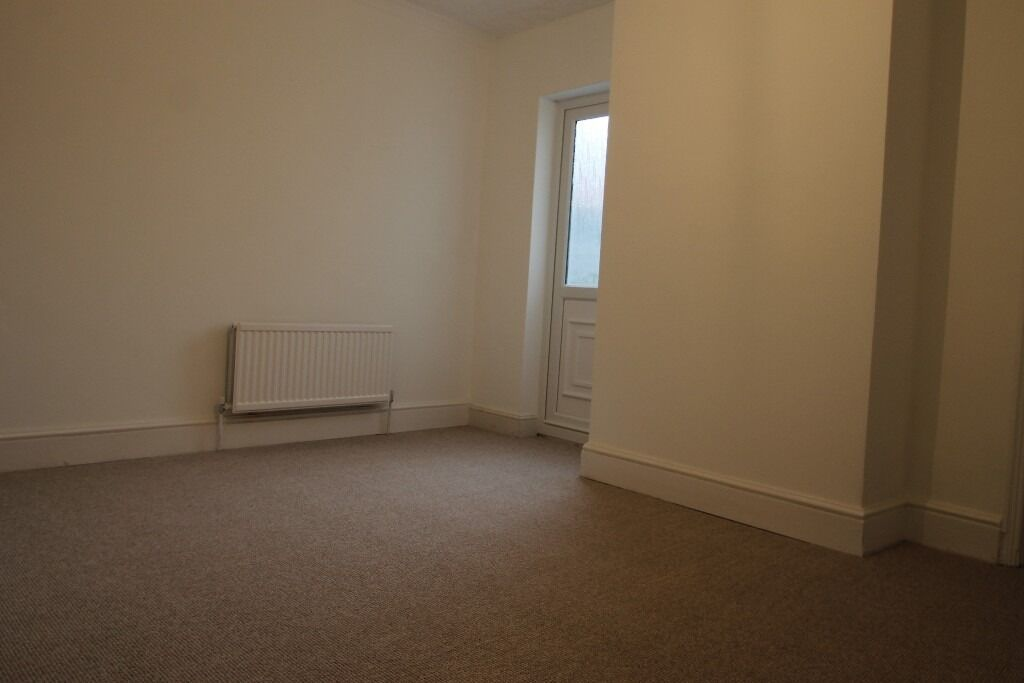 THREE BEDROOM HOUSE , PRINCE OF WALES AVENUE, READING, AVAILABLE NOW