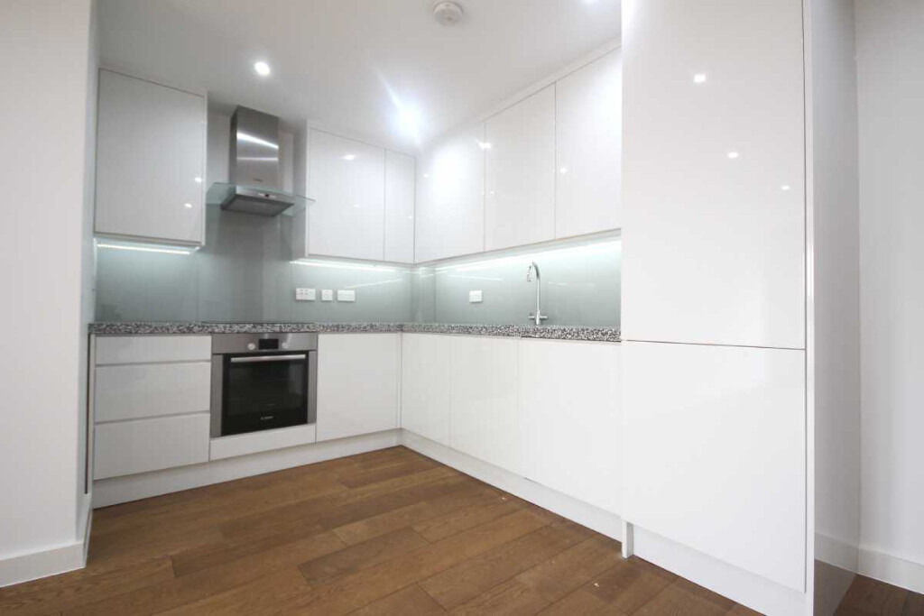 New build two bedroom, two bathroom apartment close to Whitechapel Station