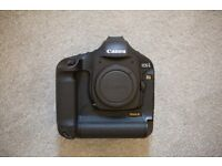 Canon 1Ds Mark III – Boxed with accessories – Immaculate condition