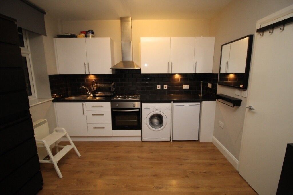 Studio Flat Available ASAP 3 min from Clapham Junction Station
