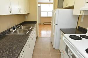3 BDRM AVAIL DOWNTOWN - CALL 519-438-9931 Walk to Everything!