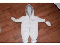 BABY SNOWSUIT 0-3 MONTH.