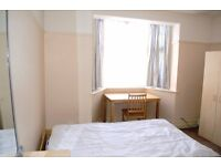 Large double room in 2 min from Hendon Central station