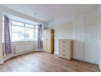 Beautiful 3 bed terraced house with driveway, Thornton Heath. VIRTUAL VIEWINGS AVAILABLE