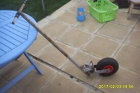 Steerable trolley wheel for trailers