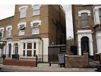 Studio in Stoke Newington N16 less then a 2 minutes walk to the station **Call now on 07432771372**