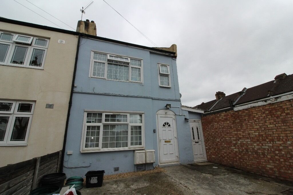 Two bedroom flat to rent £1,200 pcm (£277 pw) Dane Road, Ilford IG1