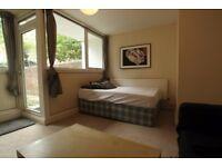 Massive Double Room,private access to a big garden -Calendonian road/Camden