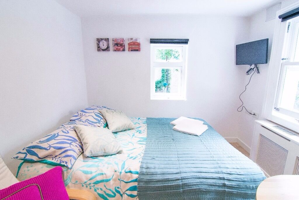 SHORT LET double studio W14 £390 pw All Bills Included