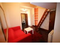 BRIGHT COSY DOUBLE STUDIO FLAT, ONLY 5 MINS WALK TO SHOPS, MANOR HOUSE OR FINSBURY PARK STATIONS