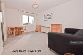 1 bedroom flat in Ferguson Close, London, E14 (1 bed) (#1214016)