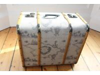 Retro trunk, perfect for blankets and bedding.