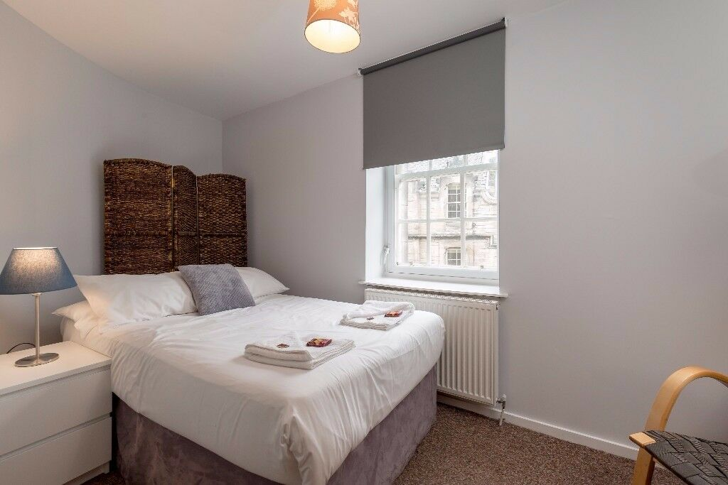 Double Room available in JANUARY in Grassmarket, Edinburgh (7/11)