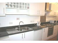 Spacious 3 large Double bedroom flat, living room, kitchen, 10 mins Earlsfield, 7 mins bus Clapham