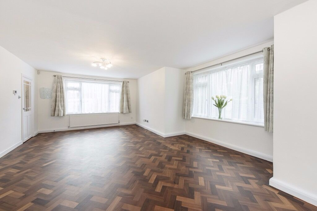 Newly Refurbished - 3 Bedroom - Off Street Parking - Furnished / Unfurnished -Available- £2,600 PCM