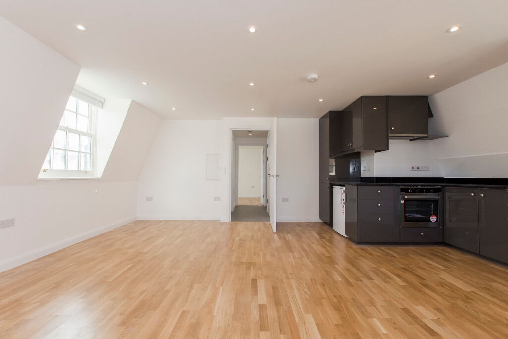 A brand new, spacious and contemporary third floor two bedroom apartment in King's Cross