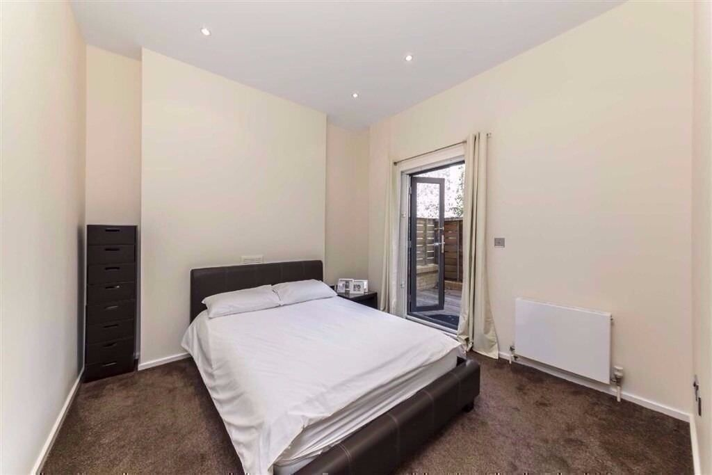 *CHEAP DOUBLE ROOM NEAR VICTORIA call now 0744731834