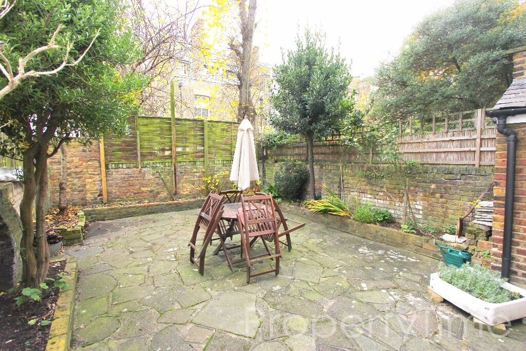 Spacious 1 bed Garden flat with large Kitchen minutes from Belsize Park Tube NW3 - £375 pw inc Water