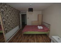 @ BETHNAL GREEN, LARGE DOUBLE ROOM TO RENT AVAILABLE NOW