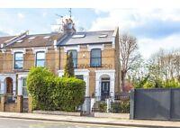 2 bedroom flat in Laura Terrace, Brownswood Road, Finsbury Park, N4