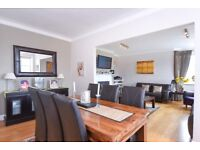 Huge lateral two bedroom apartment with fabulous views over North London
