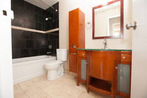 Bright 2 Bedroom Unit Available Oct 1st