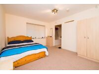 Holiday flat to rent for short periods, sleeps 6. Close to Uni and center. Rent starts from £280p/w