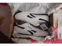New Size 9 Reebok Royal Classic Jogger White / Navy Trainers running / Jogging shoes