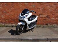 Honda PCX 125 *MOT & Engine Warranty* NOT Yamaha Vespa pcx125 Forza Swing Nmax Delivery Bike sh125