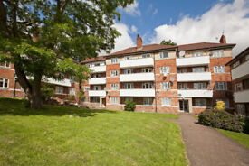 A Lovely 2 bedroom second floor flat located in the Heart of Muswill Hill