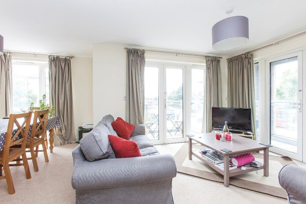 3 BEDROOM & 2 BALCONY STYLISH APARTMENT IN FINSBURY PARK AVAILABLE NOW FURNISHED