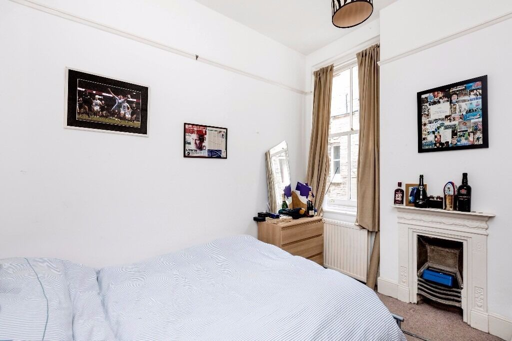 Bonneville Gardens, SW4 -A spacious three double bedroom in the attractive building in Clapham South