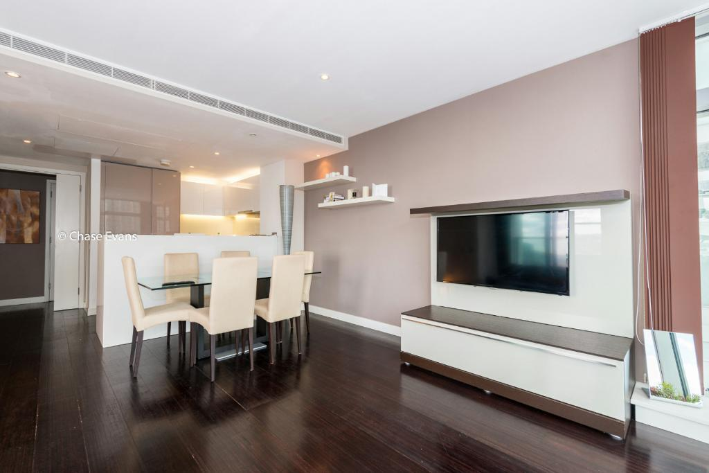 2 bedroom flat in Pan Peninsula Square, East Tower, Canary Wharf E14