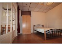 Maxwells are pleased to present this One Double Bedroom Flat located on Essex road. N1!!!!!!!