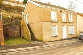 TO LET! A lovely 2-bed, first floor flat on Commercial Street, Blaenllechau, Ferndale. £325 PCM.