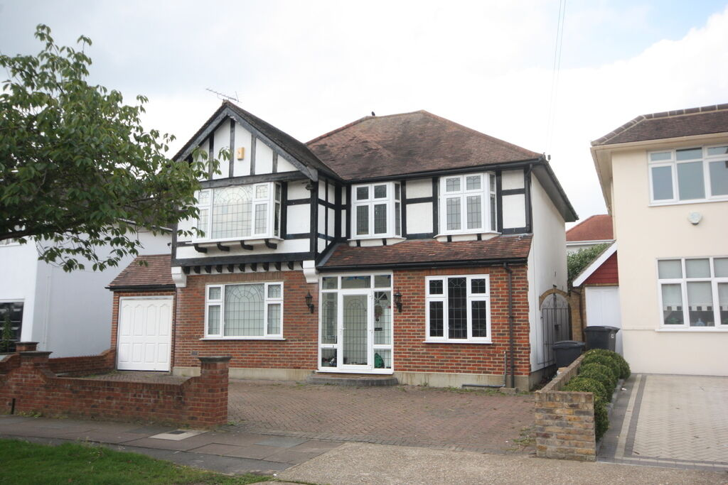4 bedroom house in Robin Hood Lane, Kingston Vale, Kingston Upon Thames, SW15