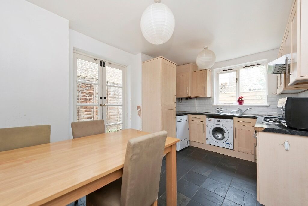 Large 4 double bedroom 2 bathroom house with garden and Roof terrace close to Vauxhall station