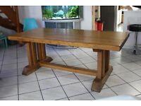 Table en chêne et chaises en chêne