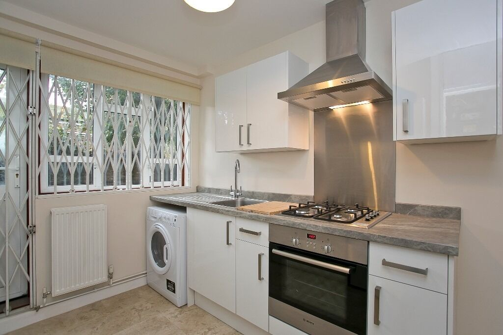 Large 2 bed flat with garden near station!