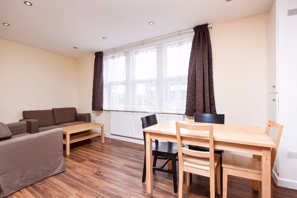 A stylish split-level flat offering two double bedrooms, situated on Tooting High Street.