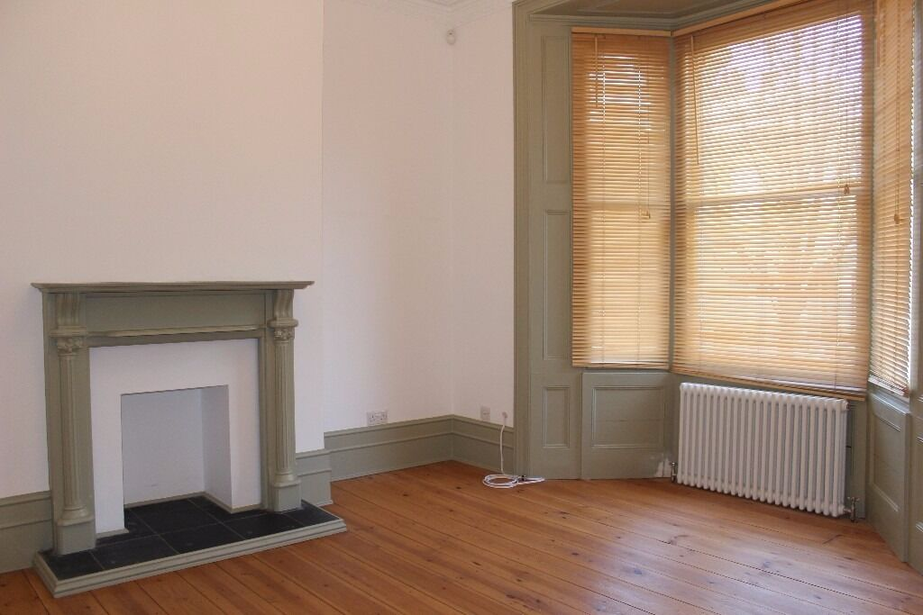 HUGE 3 stories high 3 beds VICTORIAN HOUSE in CLAPTON with wooden flooring NOW (hackney, homerton)