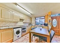 Four bedroom maisonette with a garden and no lounge moments from Bow Road Station LT REF: 4574189