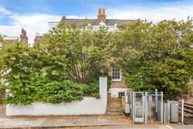 Exquisite Four Bedroom House To Let Located In the Heart Of Chiswick.